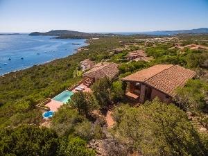 Villa indipendente con piscina a Capo Coda Cavallo