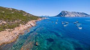 Da Capo Ceraso si può visitare Tavolara