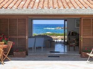 4 ville di lusso sul mare con giardino sull acqua in for Piani di casa con vista sull acqua