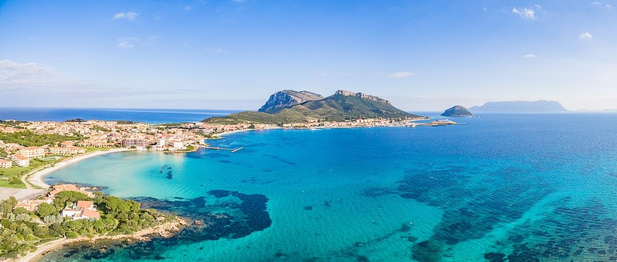 4 ville di lusso sul mare con giardino sull acqua in for Ville di lusso sul mare