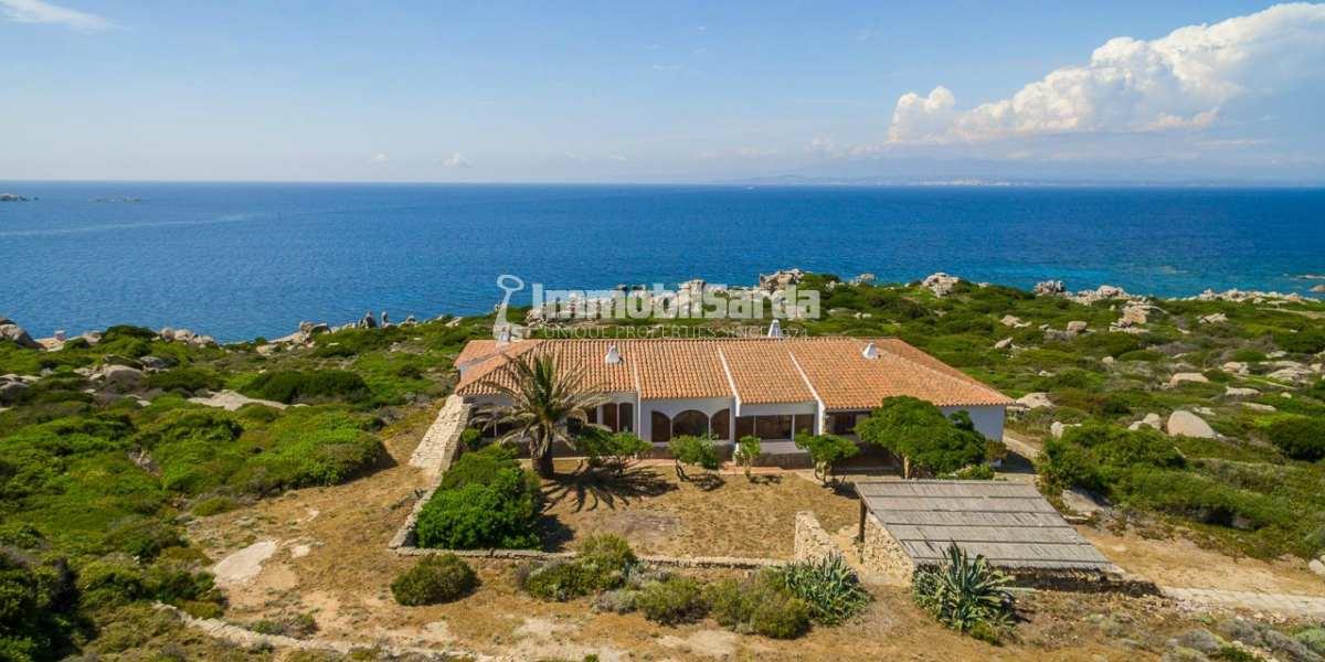 Le pi belle ville di lusso in vendita al mare in sardegna for Immagini di entrate di ville
