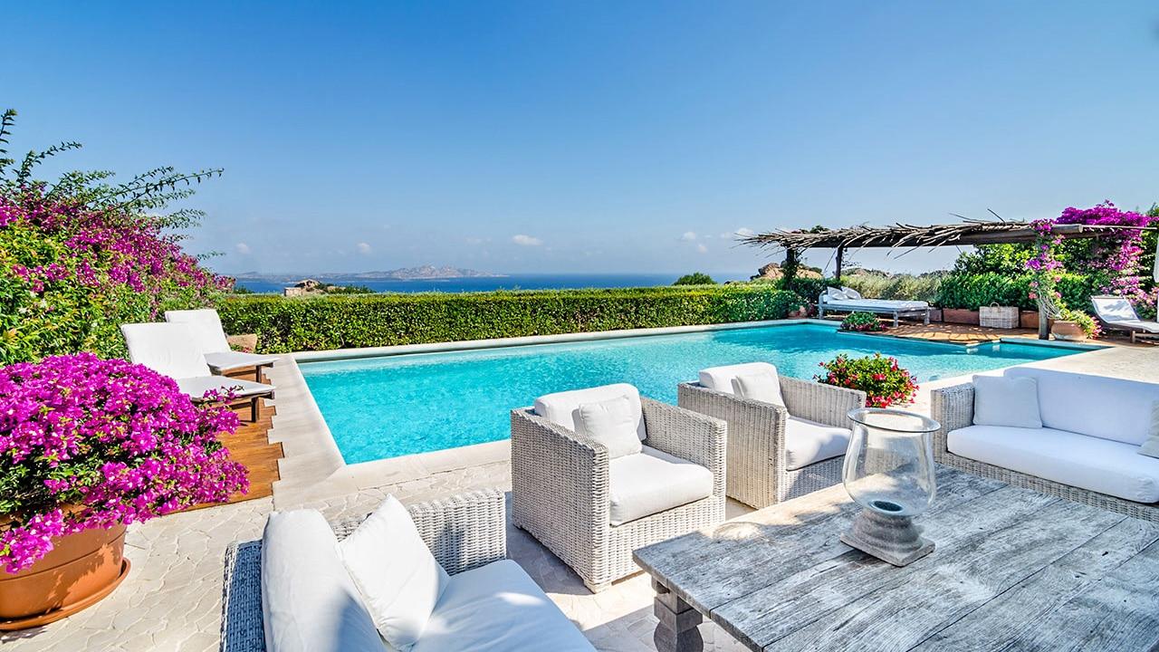 Case Stile Mediterraneo Sardegna : Ville e interni lo stile costa smeralda le ultime novità dal