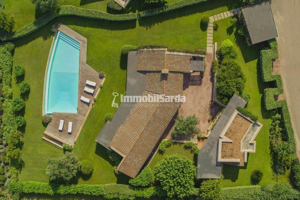 Villa Aldìa -   (5 bedrooms, 5 minutes by car from the Puntaldìa Golf Club, 3.400.000 €)