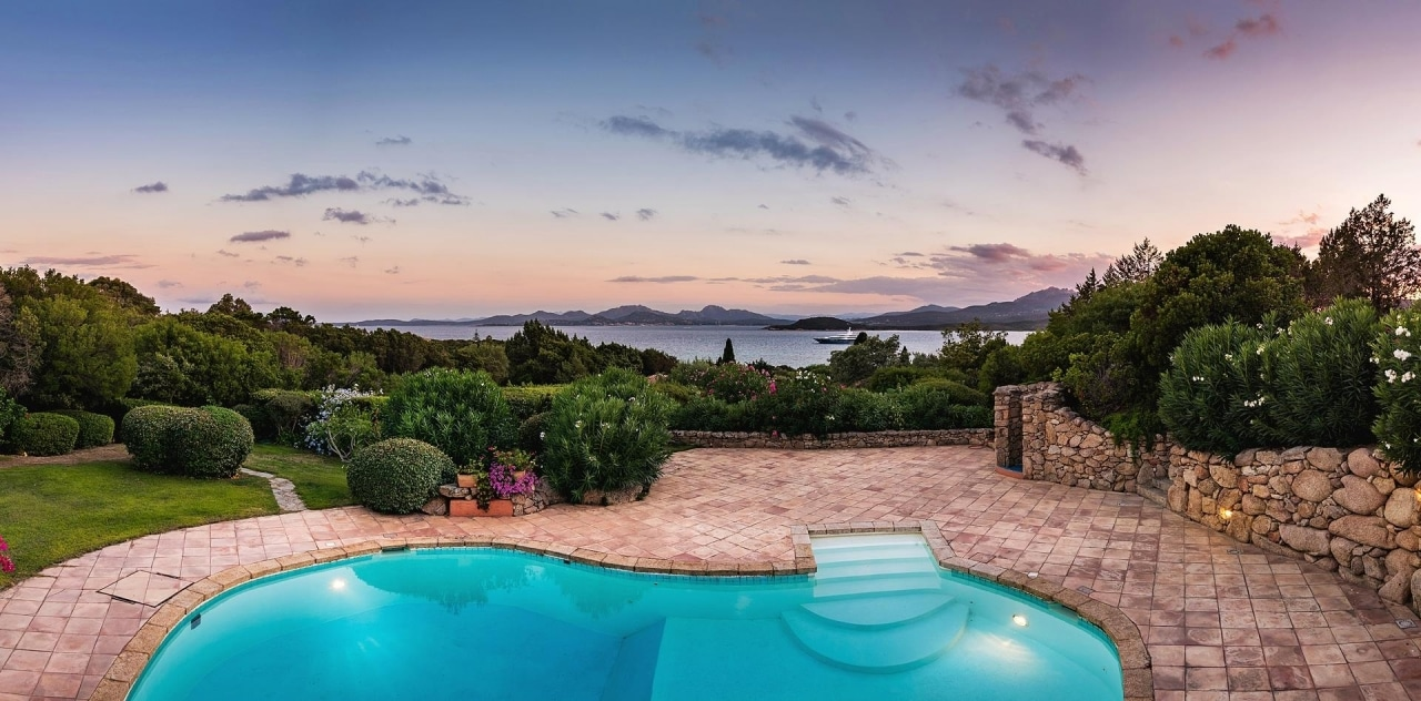 Luxury villas for sale with sea view
