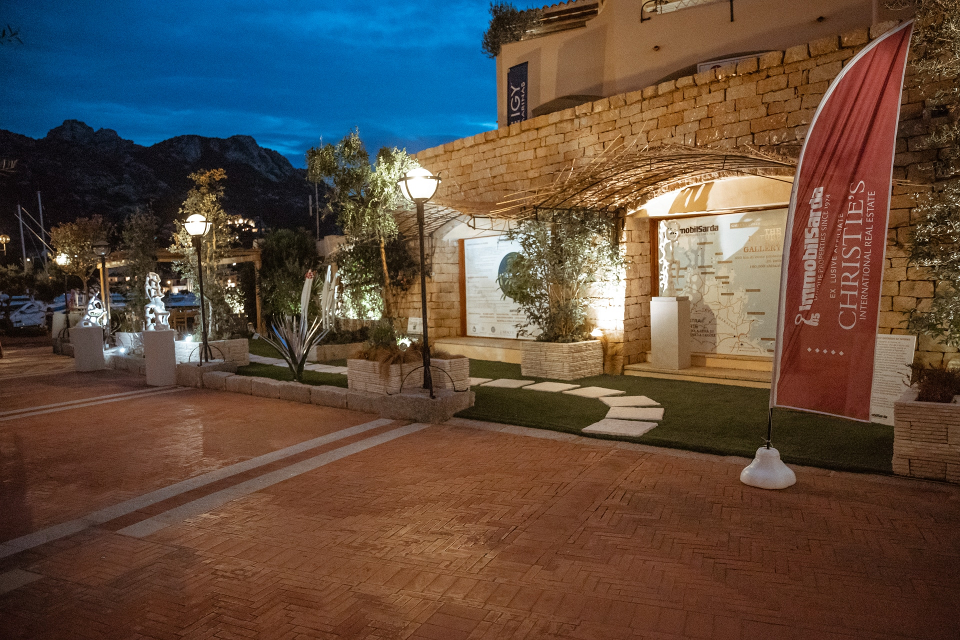 "ARTE IN… PORTO CERVO MARINA: VERNISSAGE DI SUCCESSO TARGATO ""THE NATURE ART GALLERY"" PER IMMOBILSARDA"